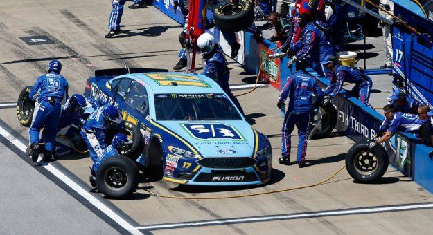 Ricky Stenhouse Jr. pit crew