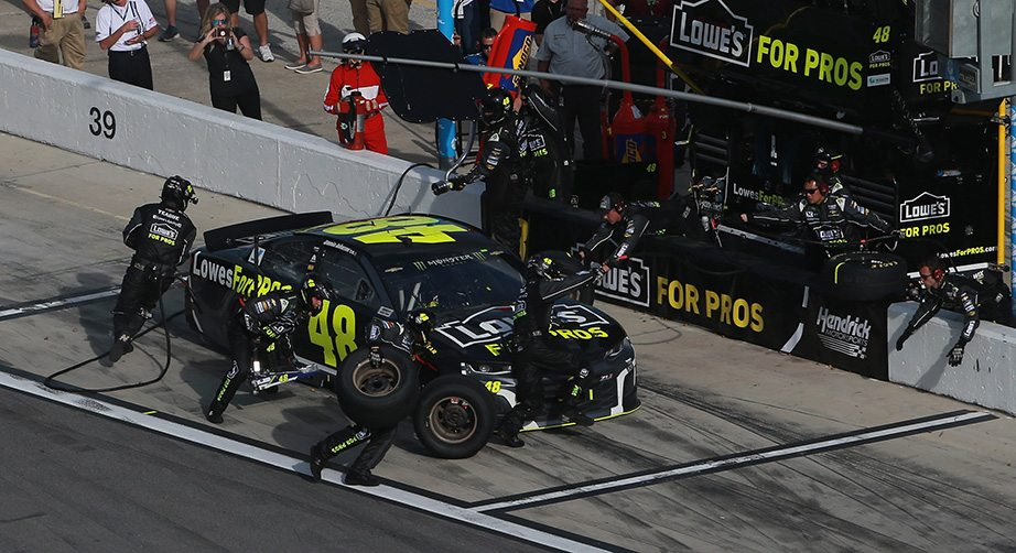 nascar pit stops with five crew members still evolving. Black Bedroom Furniture Sets. Home Design Ideas