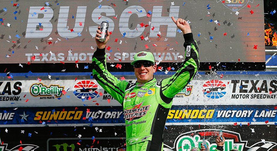 Kyle busch edges harvick wins at texas motor speedway for Nascar race tickets texas motor speedway