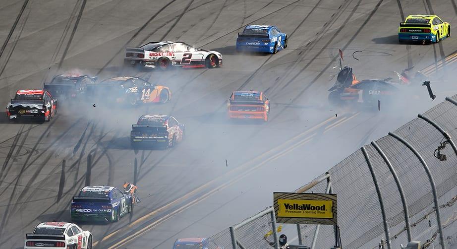 Driverul NASCAR măsoară pierderea în greutate în timpul Brickyard - Roata de știri