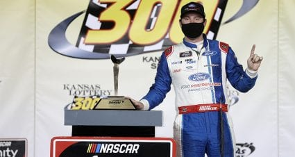 Briscoe dominates at Kansas to secure Championship 4 berth