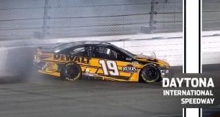 Martin Truex Jr. spins, hits wall while leading in Busch Clash