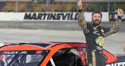 Martin Truex Jr. rallies past Hamlin for Martinsville victory
