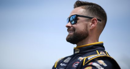 Ricky Stenhouse Jr. to return to JTG Daugherty Racing in 2022; team moving to one car